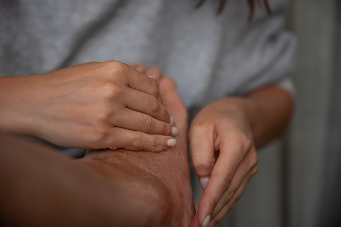Foot and hand massage with oil