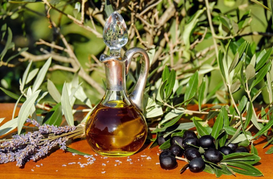 Olive oil, berries and lavender